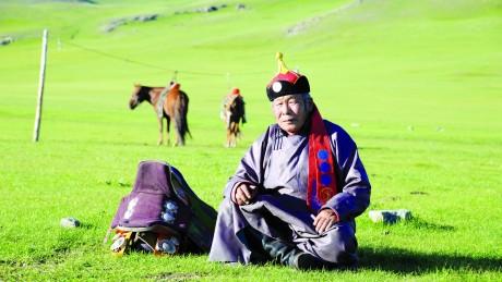 Сумын Алдарт уяач Д.Коморов: Хээр морь суманд байгаагүй өндөр байг надад авчирсан