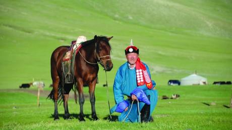 Аймгийн Алдарт уяач Б.Амгаабазар: Хонгор морь минь хүслээр давхидаг хурдан буян